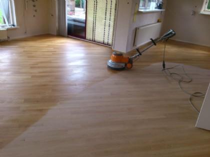 Vloeren Schuren Prijs : Kosten vloer schuren en lakken houten vloer schuren en lakken